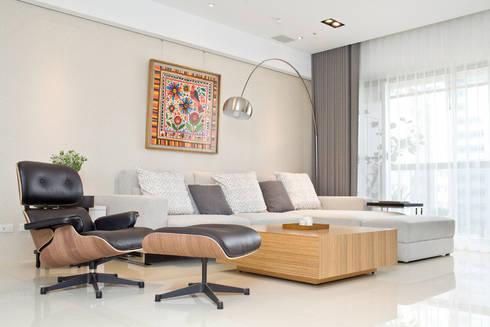 【居家設計】謙謙太子蔡邸--品牌來自於「生活」的價值:  客廳 by 謐境空間策略事務所 - Dimension Scenario Work