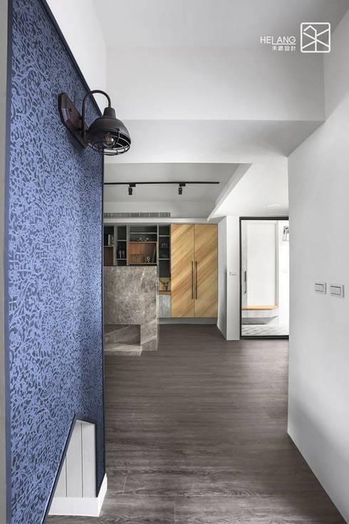 刷漆與壁紙:  玄關、走廊與階梯 by 禾廊室內設計