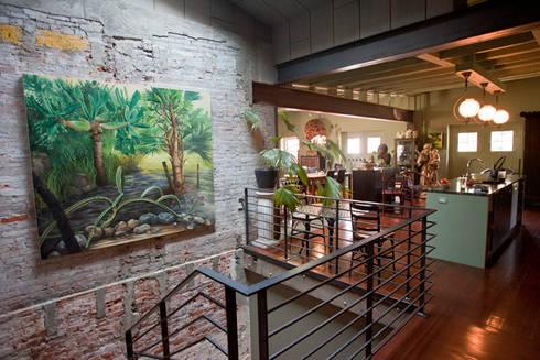 Curran House:  Corridor & hallway by Metcalfe Architecture & Design