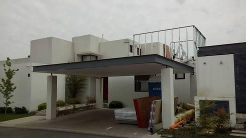 Ampliación Los Frailes – Año 2016: Casas de estilo mediterraneo por MSGARQ
