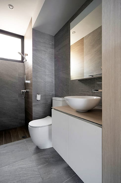 THE PROMENADE @ PELIKAT: scandinavian Bathroom by Eightytwo Pte Ltd