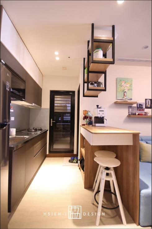高雄楠梓 林公館:  廚房 by 協億室內設計有限公司