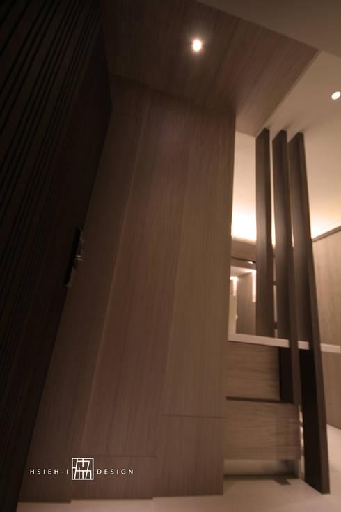 新竹東區 陳公館:  牆面 by 協億室內設計有限公司