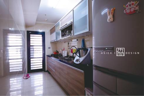 高雄左營 程公館:  廚房 by 協億室內設計有限公司