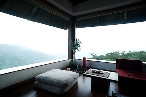 Nook in the Meditation hall: asian Living room by Mu design