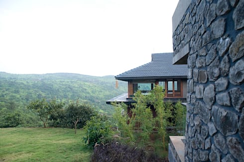 Farmhouse at Panchgani:  Country house by Mu design