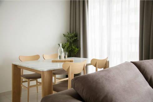 SKY HABITAT: scandinavian Dining room by Eightytwo Pte Ltd