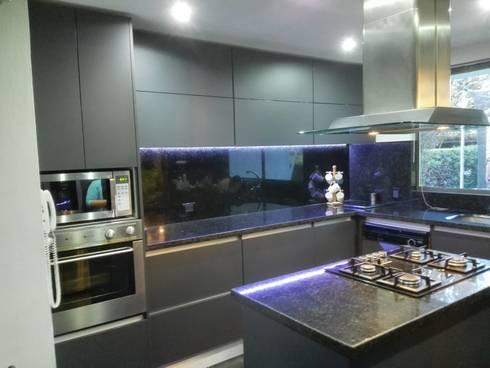 Cocina: Cocinas integrales de estilo  por Sipte Design
