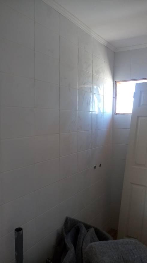 Casa 74 m2 en paneles SIP: Baños de estilo rústico por Casas E Haus