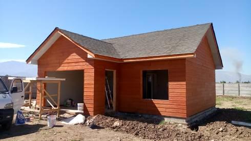 Casa 74 m2 en paneles SIP: Casas de estilo rústico por Casas E Haus