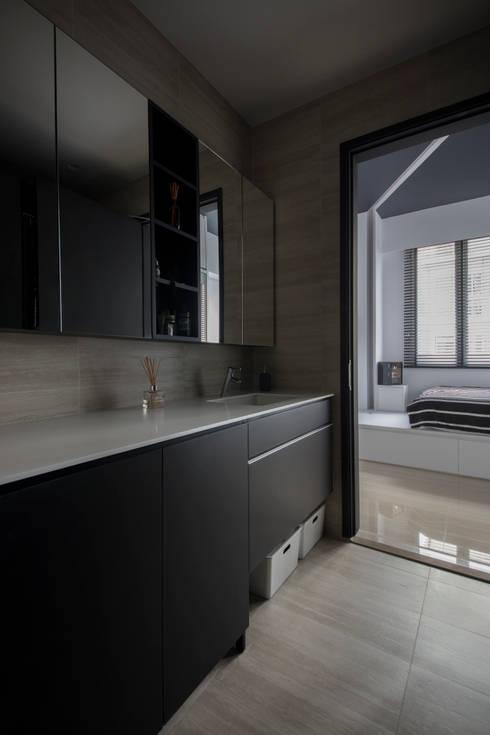 ECO: modern Bathroom by Eightytwo Pte Ltd