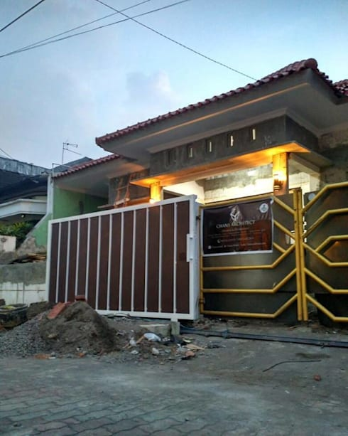 Renovasi Rumah Godean:   by Chans Architect