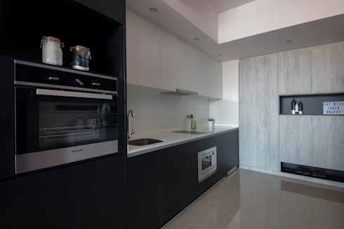 THE GLADES:  Built-in kitchens by Eightytwo Pte Ltd