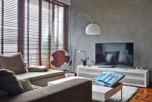 CAIRNHILL CREST: scandinavian Living room by Eightytwo Pte Ltd
