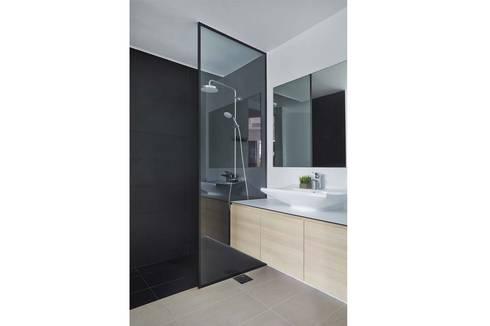 COTE D'AZUR: scandinavian Bathroom by Eightytwo Pte Ltd