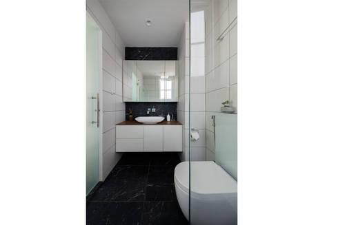 EASTWOOD GREEN: scandinavian Bathroom by Eightytwo Pte Ltd