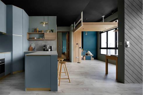 ECOSANCTUARY:  Kitchen units by Eightytwo Pte Ltd