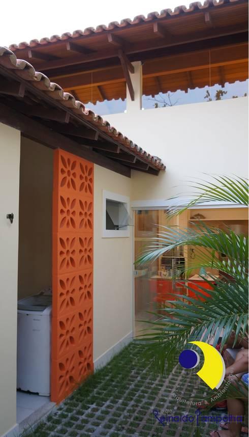 by Reinaldo Pampolha Arquitetura