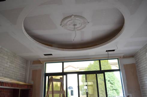 主臥起居室天花板:  臥室 by Gavin室內裝修設計
