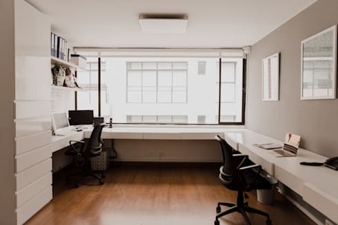 Ancora Swimwear: Estudios y despachos de estilo minimalista por Redesign Studio