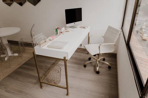 Oficinas Beheit: Estudios y despachos de estilo moderno por Redesign Studio