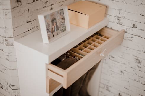 Cuarto Piña: Habitaciones de estilo moderno por Redesign Studio