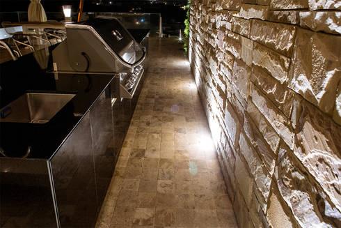 ONE - Bar BBQ: Balcones, porches y terrazas de estilo moderno por Chetecortes