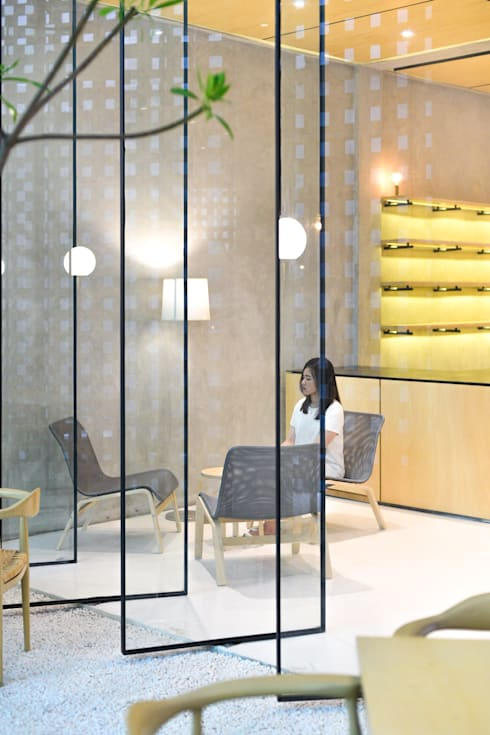 Second Floor Seating Area:  Restoran by KERA Design Studio