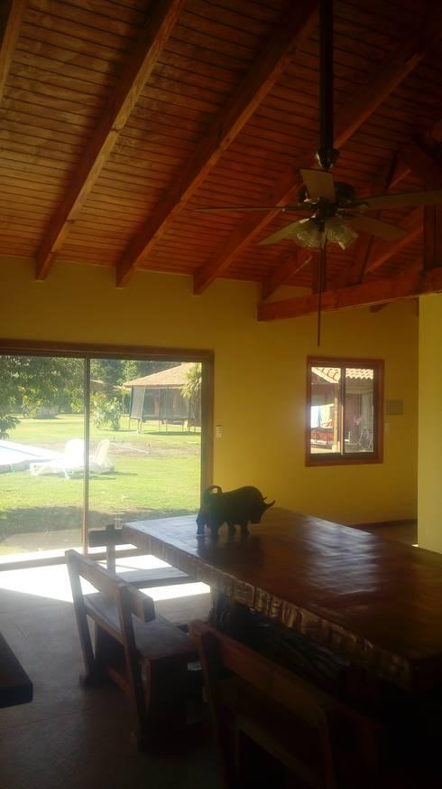 Ampliación de casa con quincho y piscina en Calera de Tango, por DAMRA: Escaleras de estilo  por DIEGO ALARCÓN & MANUEL RUBIO ARQUITECTOS LIMITADA