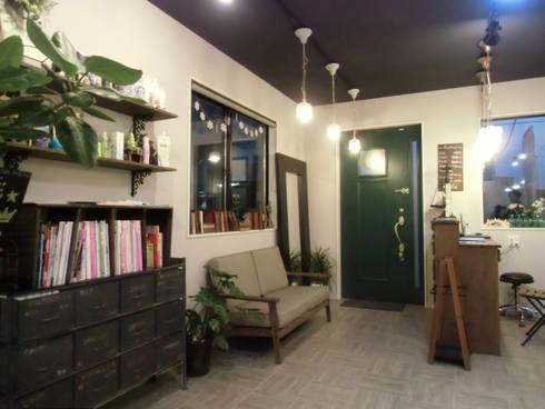 エントランス・待合スペース: 株式会社アトリエKCが手掛けたオフィススペース&店です。