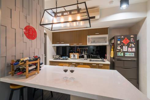 休閒工業風:  廚房 by 云府設計