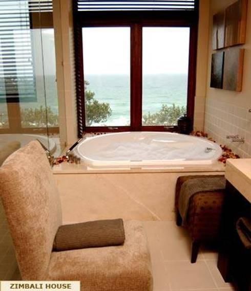 MAIN BEDROOM EN-SUITE: minimalistic Bathroom by Kiara Tiara by Tanja Tomaz