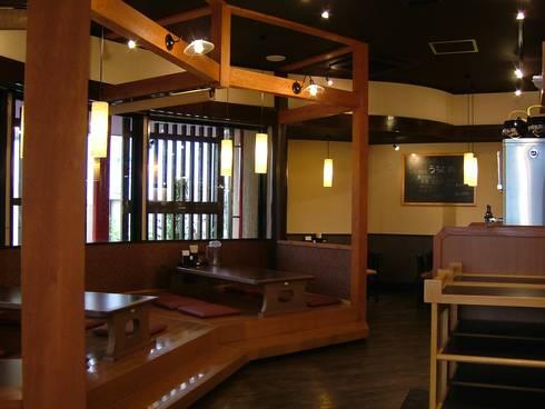 座敷・小上がり: 株式会社アトリエKCが手掛けたレストランです。