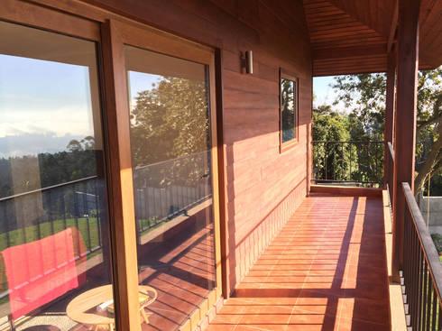 Balcón: Terrazas  de estilo  por Rocamadera Spa