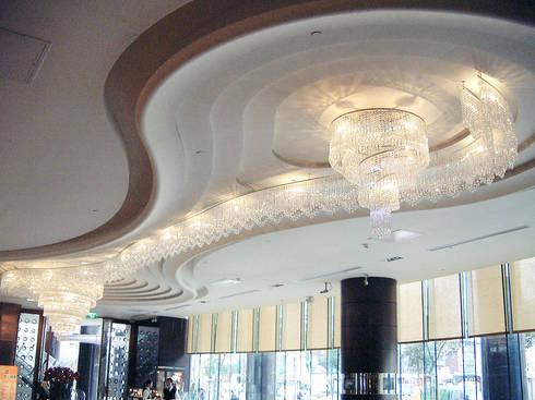 Crystal Lighting:  玄關、走廊與階梯 by ABOON custom lightings