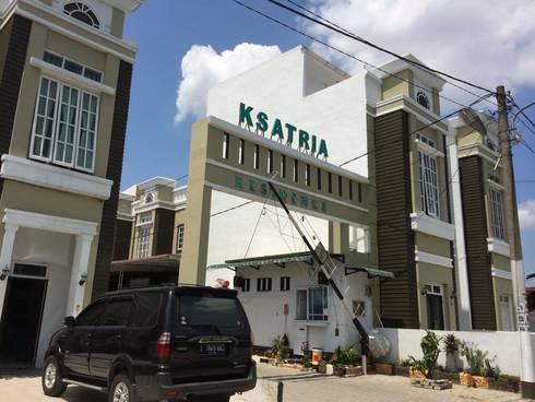 J.H. House, Ksatria Residence. Medan City:  Rumah by Lighthouse Architect Indonesia