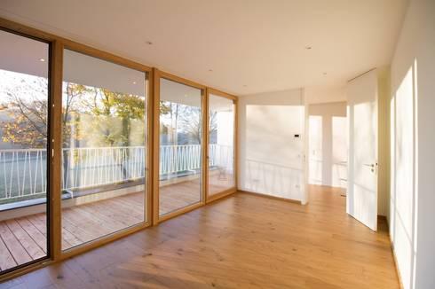 Kinderzimmer mit Loggia: moderne Kinderzimmer von Fiedler + Partner