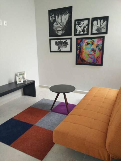 sibata: Salas multimedia de estilo moderno por Ambientes con Arte