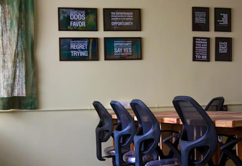 Zoomstart India—the first  bohemian themed co-working space in India:  Offices & stores by deZinebox