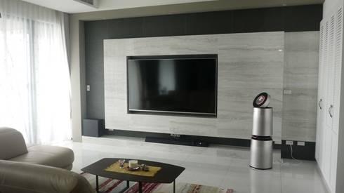 電視牆:  客廳 by Gavin室內裝修設計