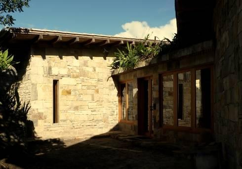 Ingreso principal: Casas de campo de estilo  por PROMENAD ARQUITECTOS