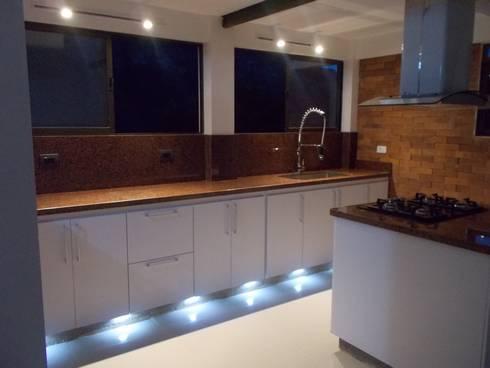 Cocinas de estilo moderno por Omar Plazas Empresa de  Diseño Interior, remodelacion, Cocinas integrales, Decoración