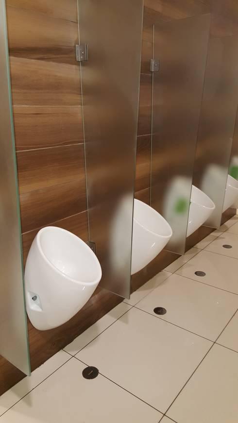 Instalación de Urinarios Ecologicos:  de estilo  por SCONCRETO S.A.C.
