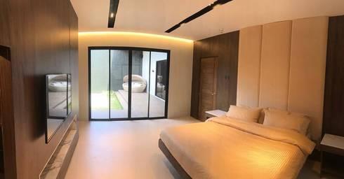 Masters Bedroom: modern Bedroom by DW Interiors