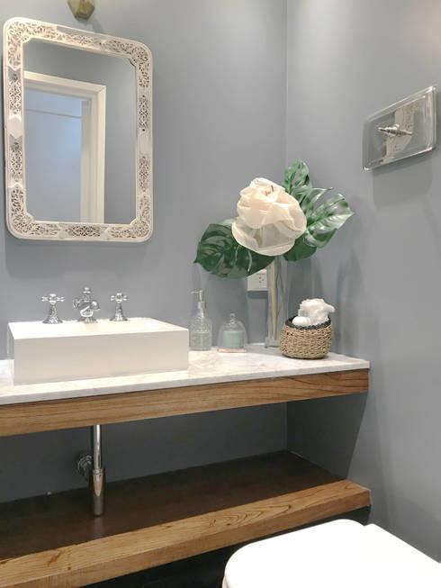 TOILETTE: Baños de estilo ecléctico por Estudio Nicolas Pierry