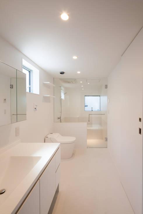 洗面室: 有限会社角倉剛建築設計事務所が手掛けた浴室です。
