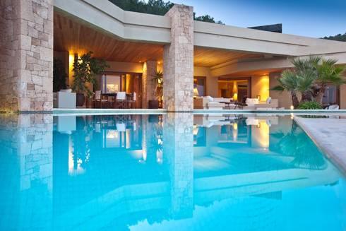 Casas unifamiliares de estilo  por CW Group - Luxury Villas Ibiza