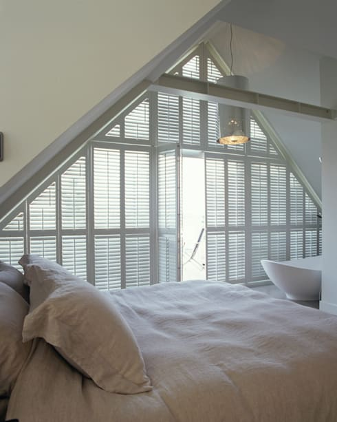 Bedroom Shutters: classic Bedroom by S:CRAFT
