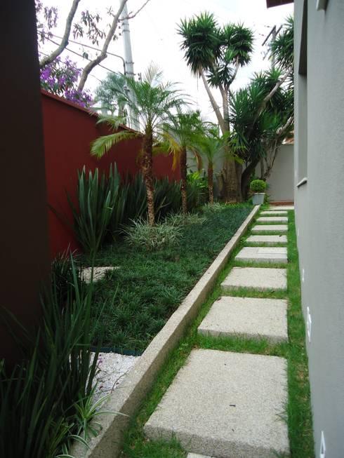 Jardines de estilo moderno por Camila Tiveron Arquitetura