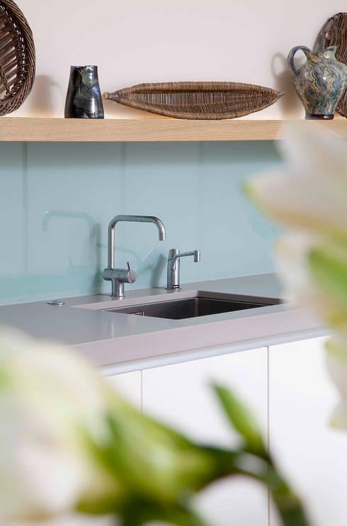 Nhà bếp by Kuche Design